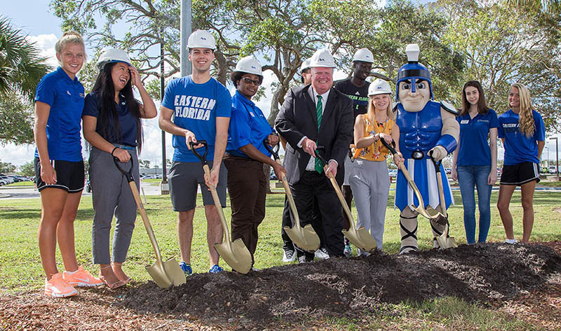 students and EFSC president with shovels at EFSC Student Union groundbreaking