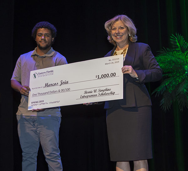 Marcos Joia Receiving Simpkins Entrepreneurial Scholarship