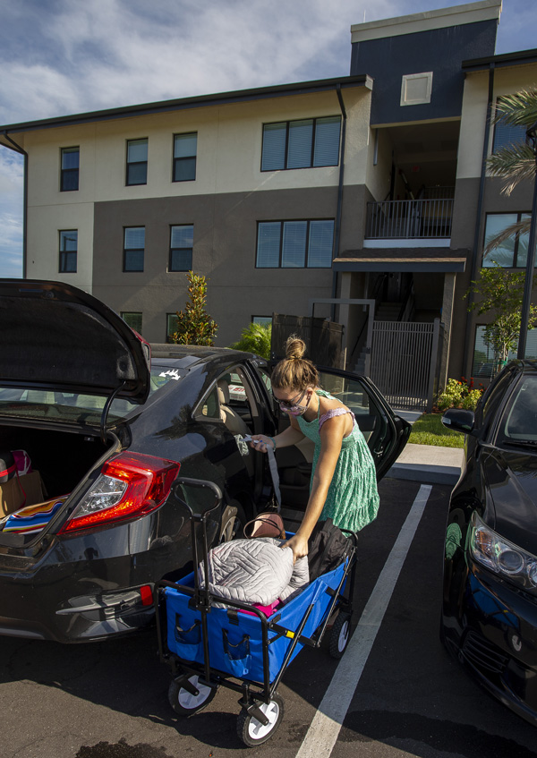 young woman moving in to housing at EFSC